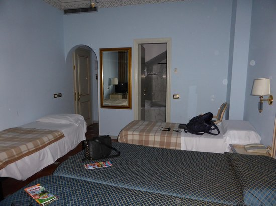 Hotel Donatello: The first room we were allocated