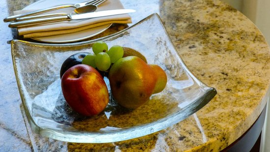 Park Hyatt Zurich: Welcome fruits in our Park Room