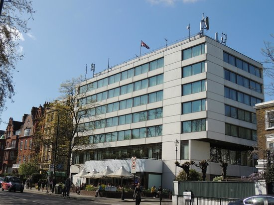 DoubleTree by Hilton London - Westminster : hotel de face sur l'avenue