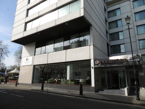 DoubleTree by Hilton London - Westminster: côte de l'hotel et de notre chambre