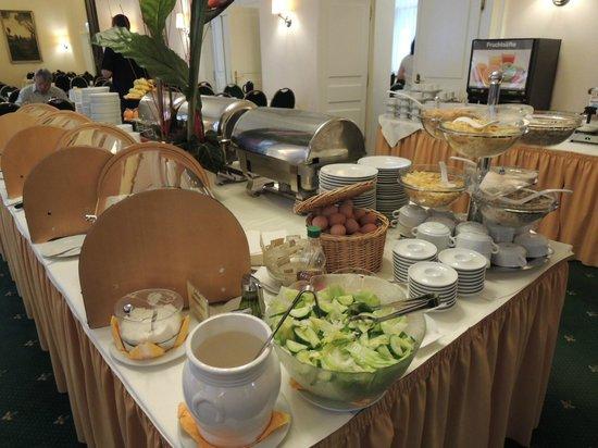 Hotel Excelsior : 朝食は隣のホテルモノポールのバイキング