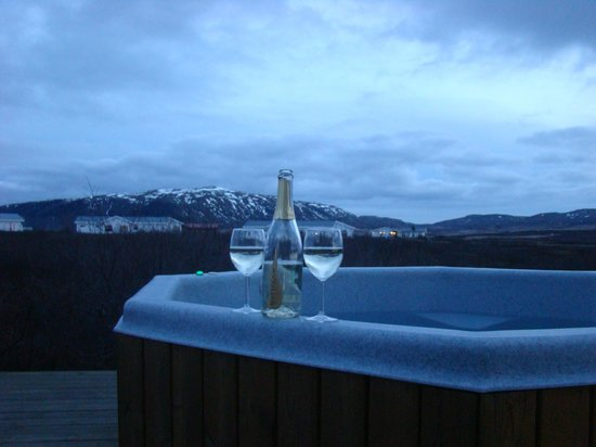 Hotel Grimsborgir: Hot tub andfizz