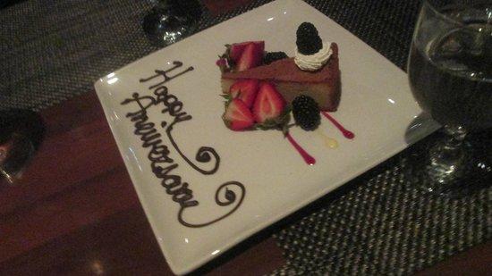 The Beverly Hilton : Anniversary cake