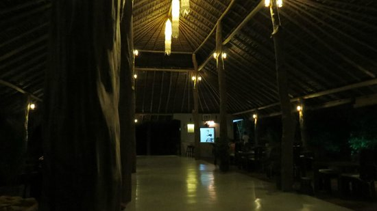 Mangrove Beach Cabanas & Chalets: Dining Room at Lagoon