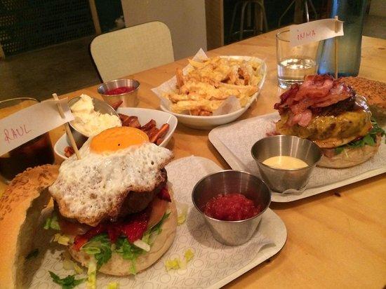 Oval: Burgersx2