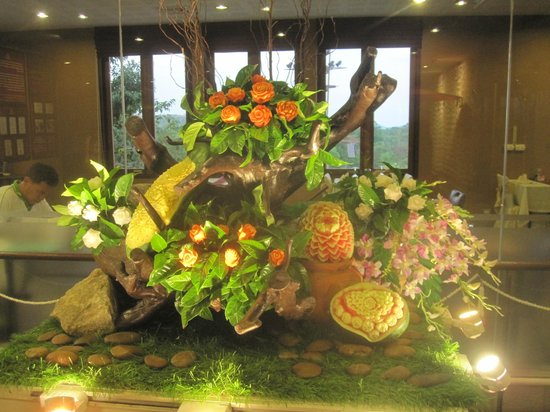 Siam Niramit Phuket : More fruit carvings
