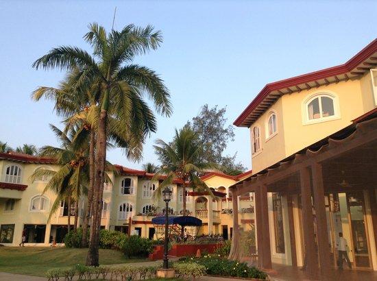 Kenilworth Resort & Spa: 庭からのホテル外観
