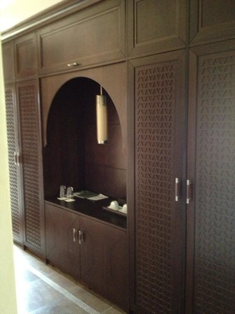 SENTIDO Kenzi Menara Palace: Not your basic wardrobe.