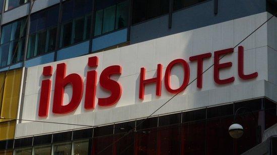 Ibis Hong Kong Central & Sheung Wan Hotel : ibis Hotel in Sheung Wan sign