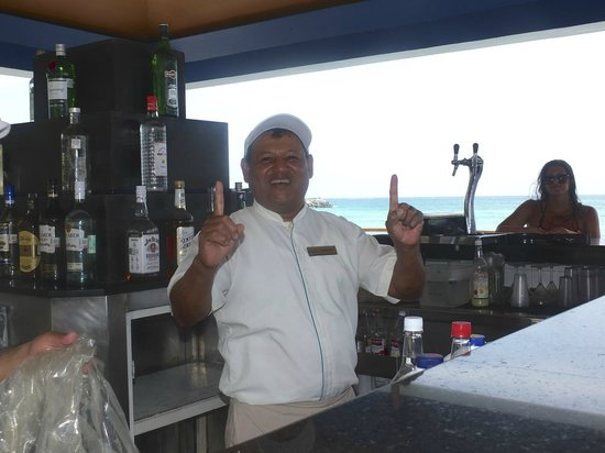 Now Jade Riviera Cancun : Franciso our favorite bar tender