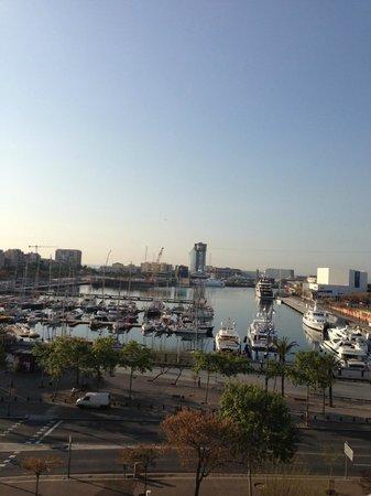 Utsikt fra takterrassen på H10 Port Vell Barcelona
