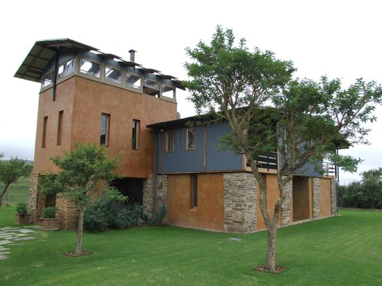 ZuluWaters Game Reserve: The lodge exterior