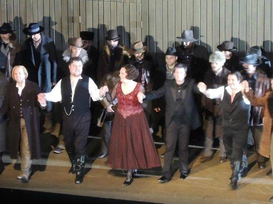 Oper Frankfurt: オペラ歌手ってボリュームありますね