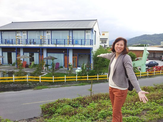 Follow Me B&B: General view of villa