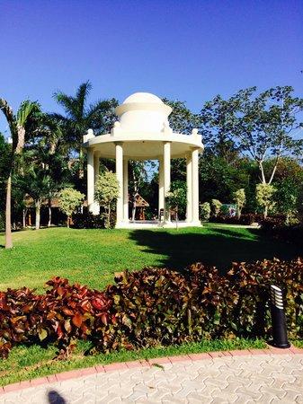 Grand Palladium Colonial Resort & Spa: Wedding garden