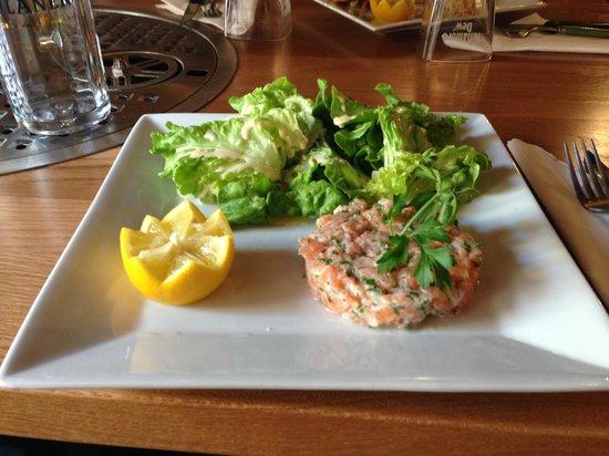 La mouss'tache : tartare de saumon