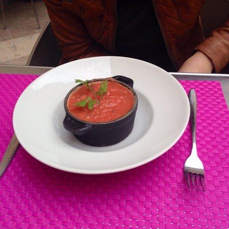 Restaurant la Place: Entrée du jour, gaspacho de tomates