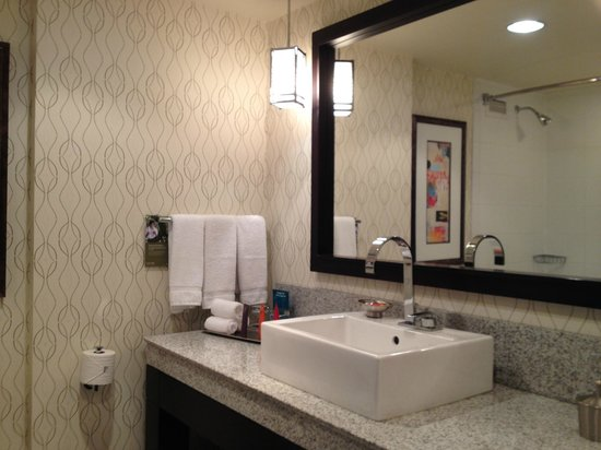 Kimpton Hotel Palomar Washington DC: bathroom