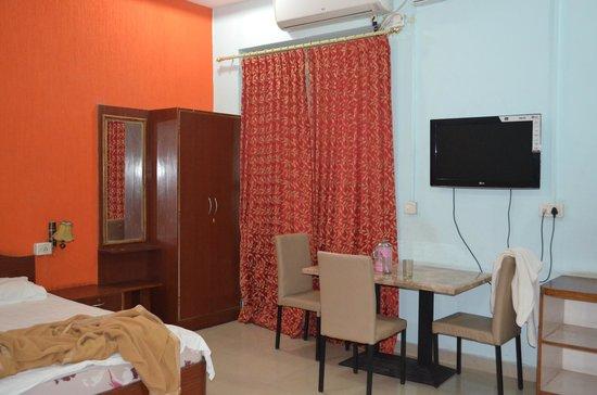 Hotel Mayura Adilshahi Bijapur: the room