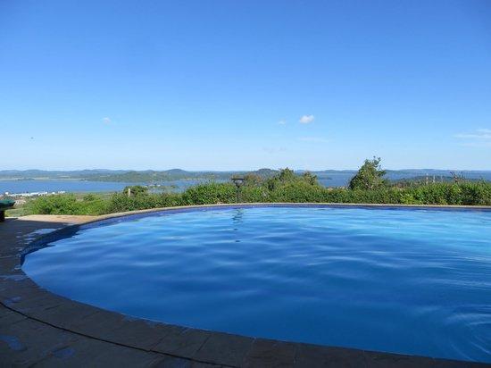 Cassia Lodge : Aan het zwembad, prachtig uitzicht op het Victoriameer