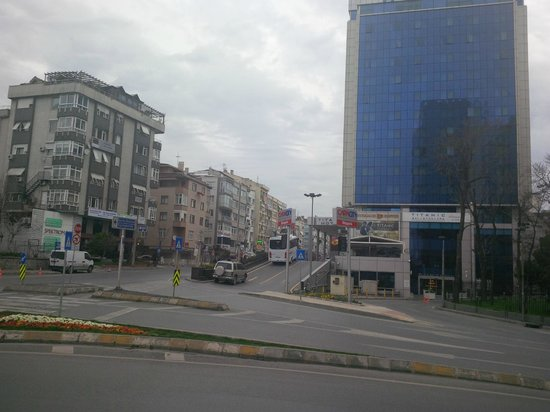 Ramada Hotel and Suites Istanbul Atakoy: A view from the entrance, shopping steps away!