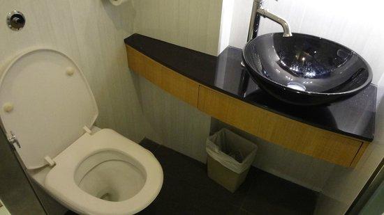 Robertson Quay Hotel: Туалет в нашем номере