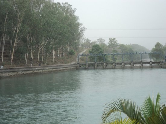 Punjab, Indien: The Canal on which the hotel in situated.