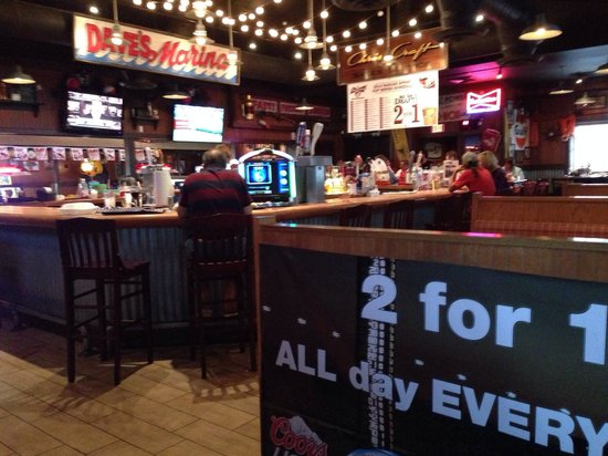 Famous Dave's Barbeque: Innen