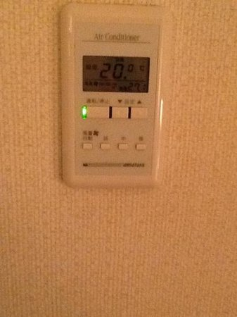 ANA Hotel Yonago : room temperature: 27.1C , even we set the air conditioner to 20C