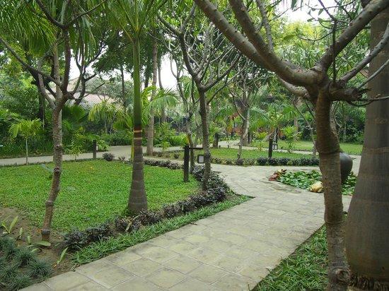 Aye Yar River View Resort : Территори отеля