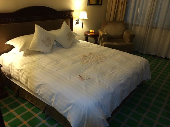 Hotel Canton: bed