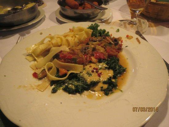 Hotel Gasthof zum Weyßen Rößle zu Schiltach : Hauptgericht im weyßen Rößle