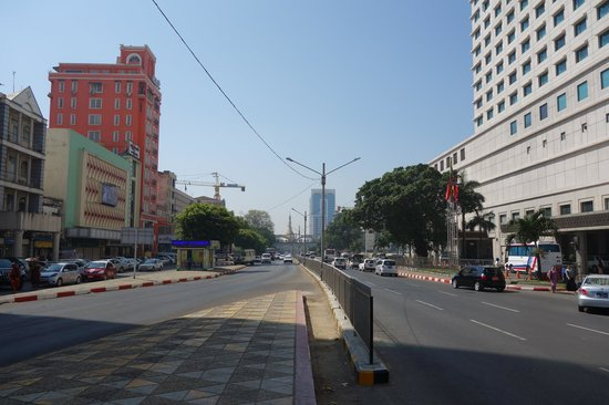 Central Hotel Yangon : Main road leading to Sule Pagoda