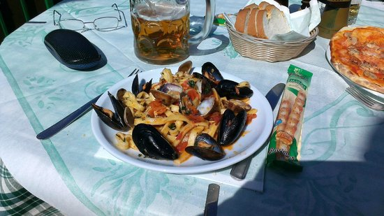 Gerry's Pub: Mussels and clams with pasta