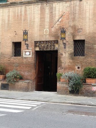 Palazzo Ravizza : entrance from street