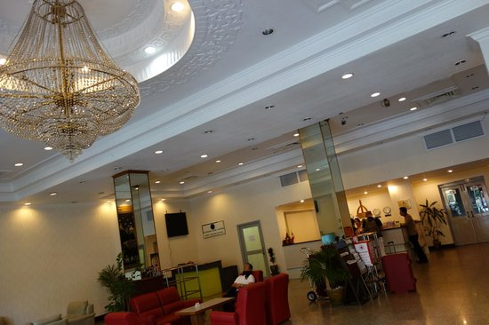 Central Hotel Yangon : Lobby and reception