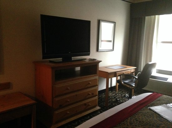 Quality Inn & Suites University : Business Suite