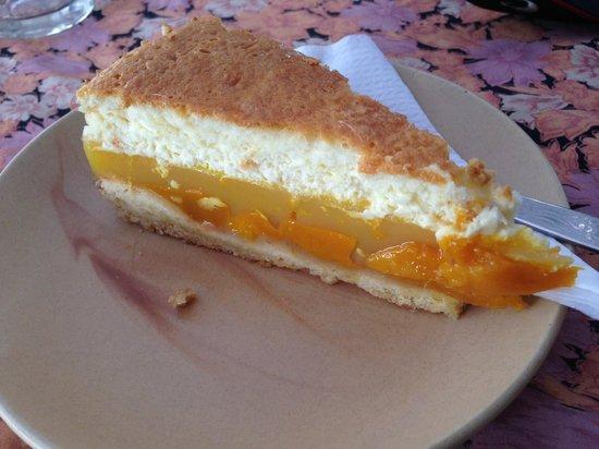 Lila Cafe: Mango Cheese Cake