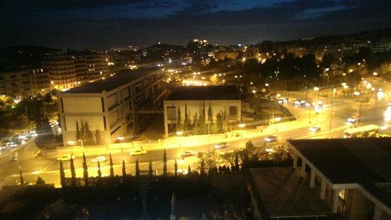 Hilton Athens: Vista de noche, fotografía con teléfono