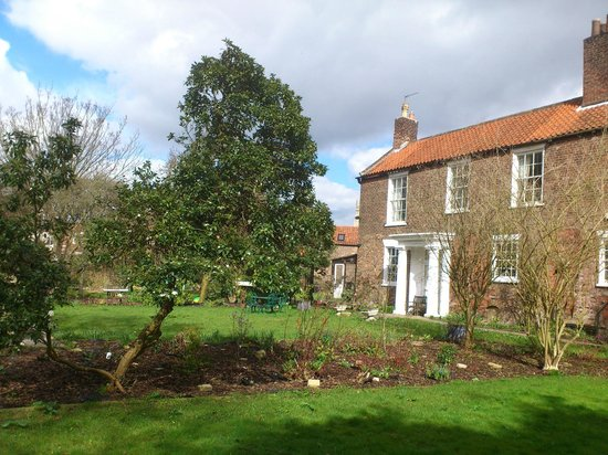 Newbegin House: Garden :)