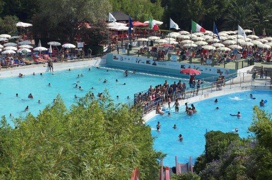 Ceriale, Italy: piscina onde!