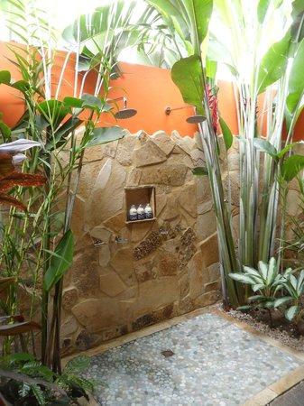 Nayara Springs : Outdoor shower--awesome