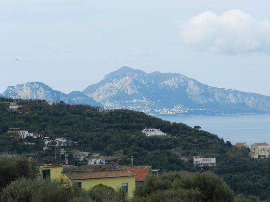 Relais Il Pennino : Vista dalla camera, Capri sullo sfondo