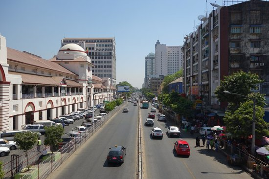Central Hotel Yangon : Bogyoke Market on the left, the hotel on the right