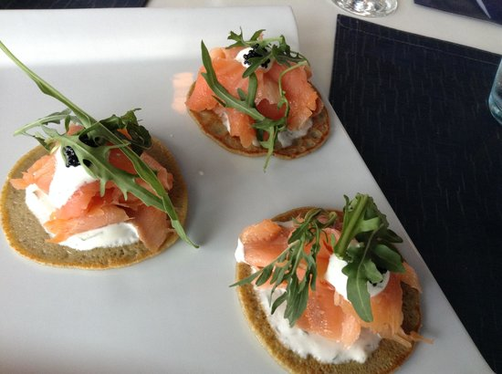 Zensatez Restaurante: Blini with salmon