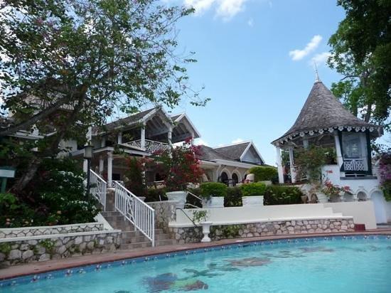 Sandals Royal Plantation: Looking at resort from the pool