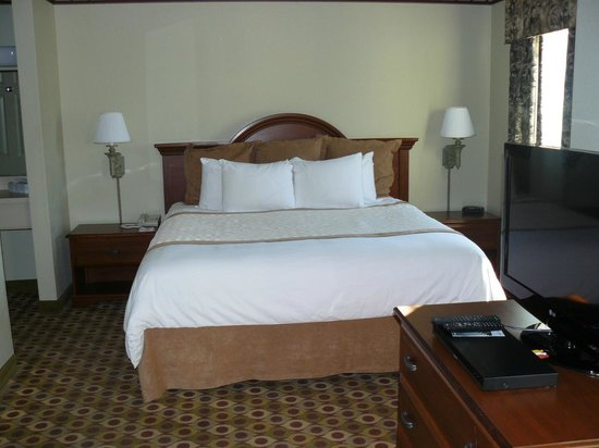Hawthorn Suites by Wyndham Franklin / Milford Area : Bed