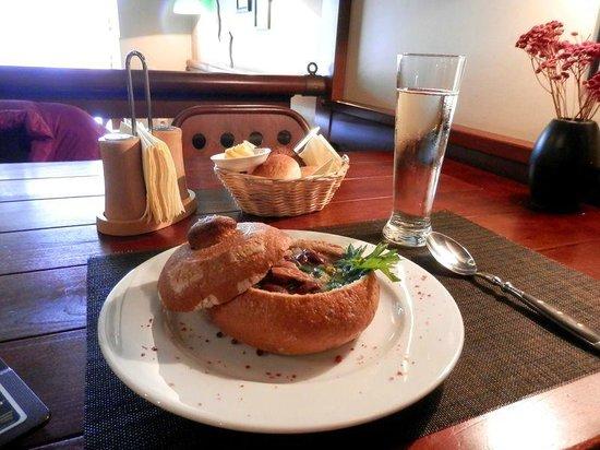 Piejura: Фасолевый суп с копченостями и сидр
