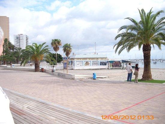 Restaurante Lonja Mar Menor: zijaanzicht van dit strandrestaurant