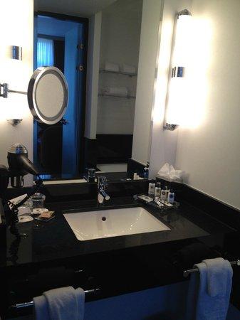 Hotel Dukes' Palace Bruges : Suite bathroom